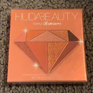 UNUSED Huda Beauty Topaz Obsessions Palette